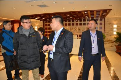图为省非公中心主任周文军在企业调研